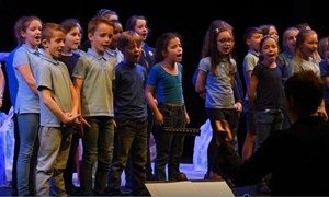 Carreghofa Y4&5 performing their new song